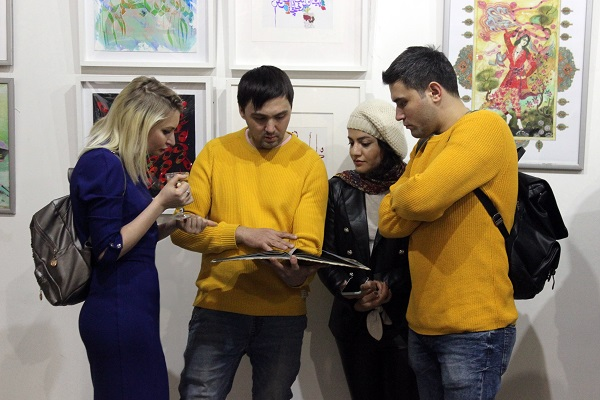 Махназ Жабри  с друзьями и коллегами