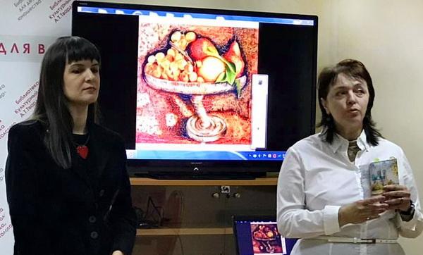 Мария Туманова (справа) и Любовь Новикова  соорганизаторы выставки