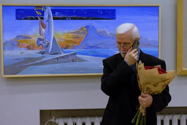 Виктор Орловский Юбилейная выставка у своих картин  Арт-Релиз.РФ.