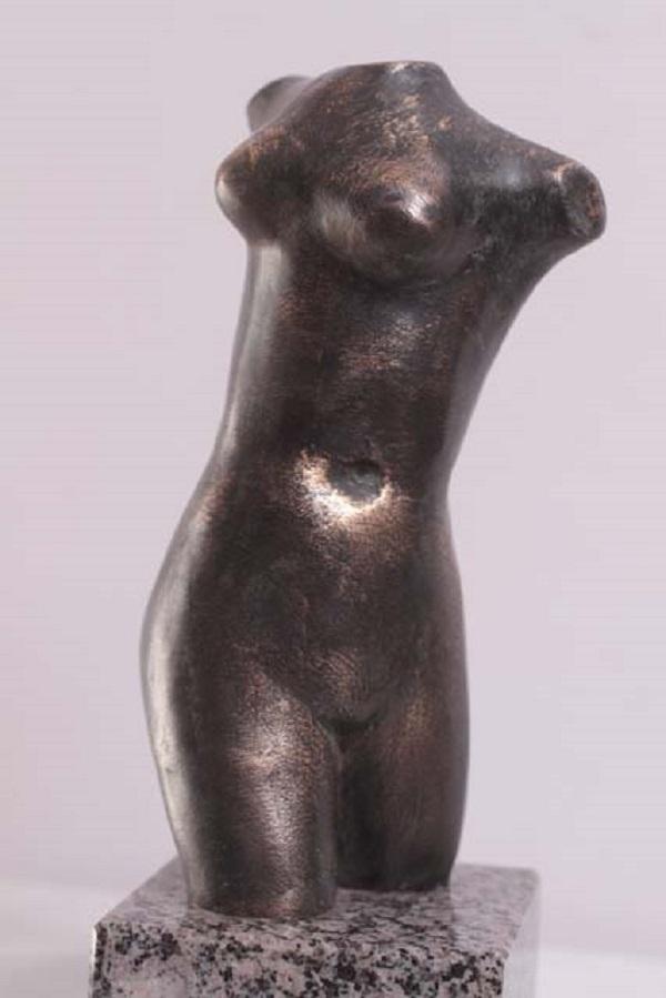 """Александр Сильянов """"Торс"""" 2013 г. бронза """"Хотел воссоздать торс классической Афродиты, чтобы передать красоту женского тела. У меня получился свой вариант"""" Александр Сильянов"""