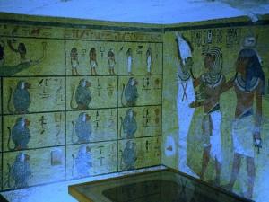 Эта древнеегипетская роспись олицетворяет время 12 повторяющихся рисунков -- 12 часов дня или ночи