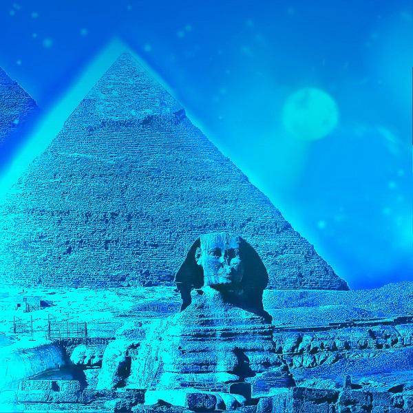 В Египте археологи решили доказать, что знаменитый Большой сфинкс в Гизе был построен не случайным образом, а в строгой ориентации с траекторией движения Солнца. Команда исследователей сделала снимки в дни весеннего равноденствия, доказывающие, что в дни весеннего и осеннего равноденствия Солнце садится непосредственно над правым плечом сфинкса, помещаясь в своего рода выемку правильной геометрической формы. Также можно наблюдать как 21-22 июня Солнце по прямой линии садится строго между пирамидами Хеопса и Хефрена. Речь идет о явлении, известном как солнцестояние