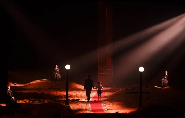 Сцена спектакля фото: Стас Левшин